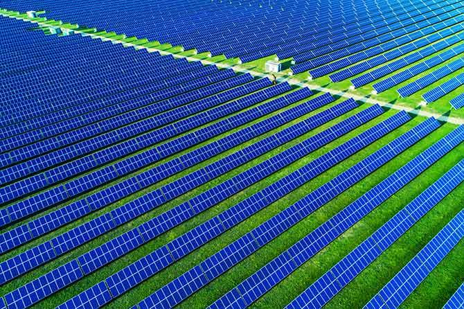 太阳能电池板的无人机摄影